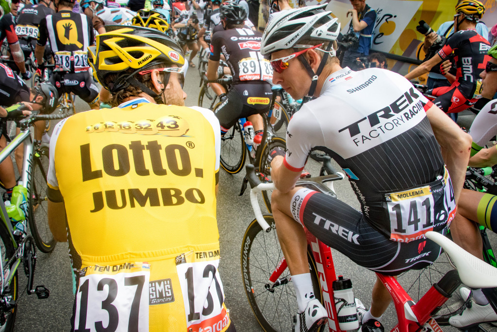 Former teammates Laurens Ten Dam (LottoNL-Jumbo) and Bauke Mollema (Trek Factory Racing) have a chat in Dutch before the start.