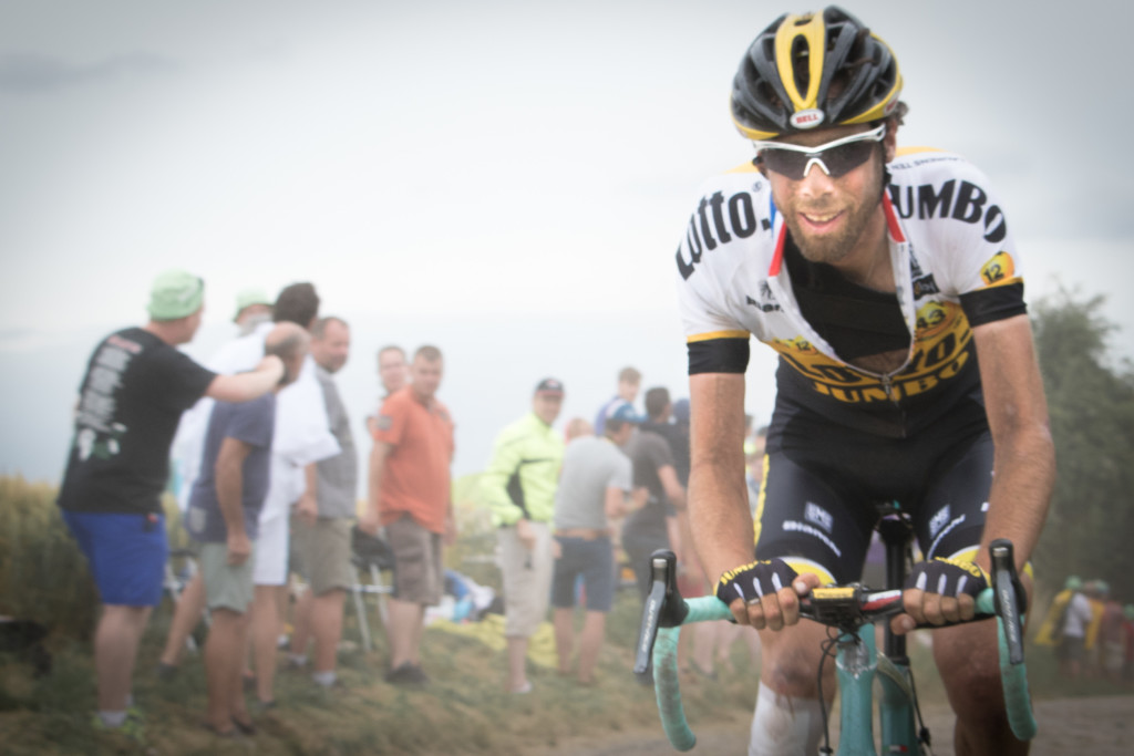 Not all riders were completely haggard looking. Laurens Ten Dam (LottoNL-Jumbo) looked like he was having quite the time, even in spite of that brace over his shoulder from the previous day's dislocation.