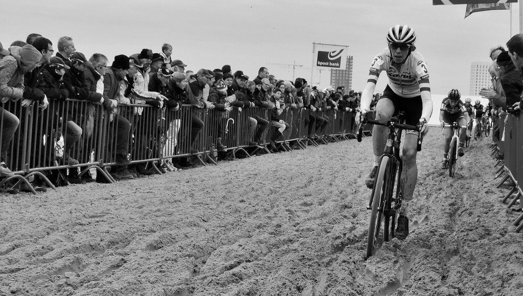 Helen Wyman cruises through the sand.