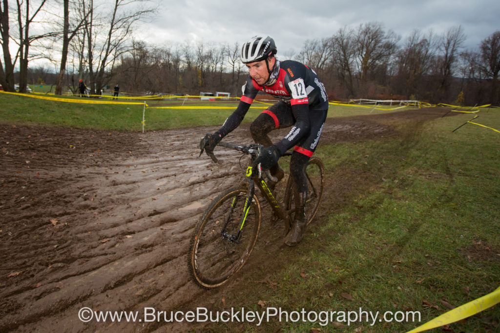 Todd Wells (SRAM/TLD/Scott) showed his power in the mud, finishing in fourth.