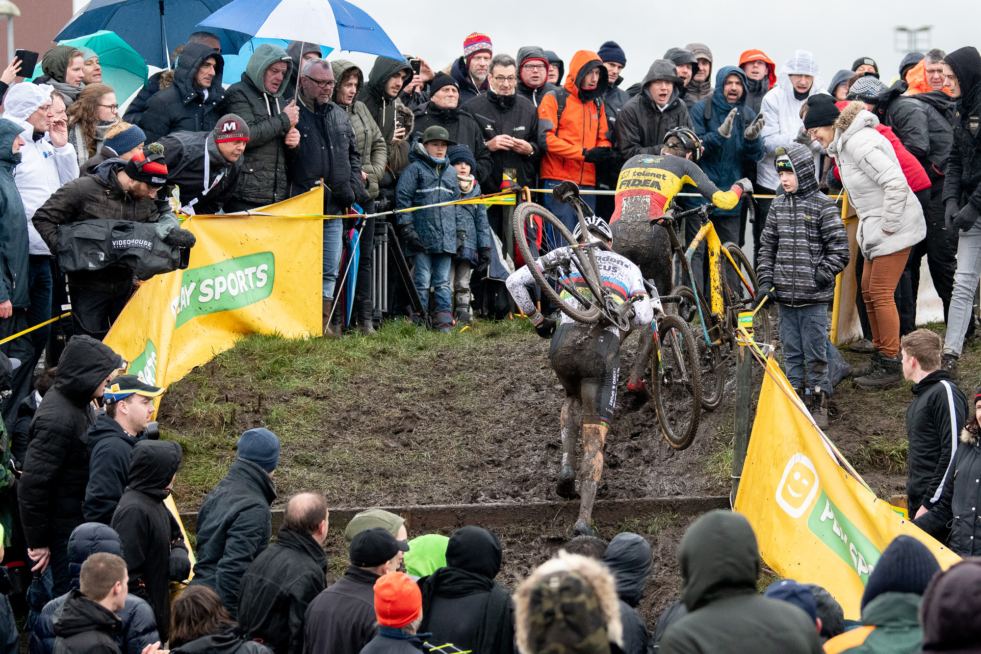 Van der Poel and Aerts on the run-up in Hoogstraten