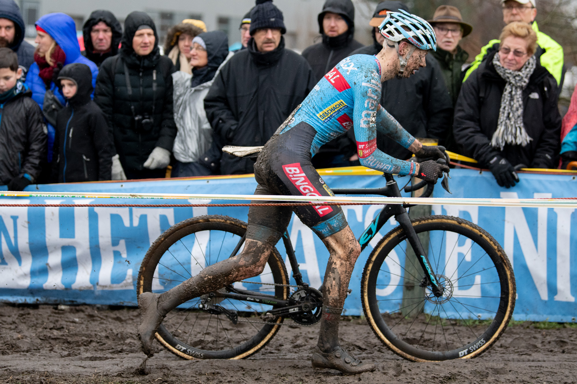 Michael Vanthourenhout runs his bike in Hoogstraten.
