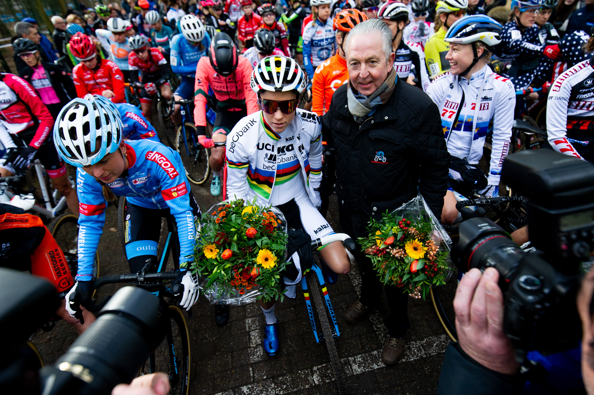 Sanne Cant receives flowers at the start of Krawatencross
