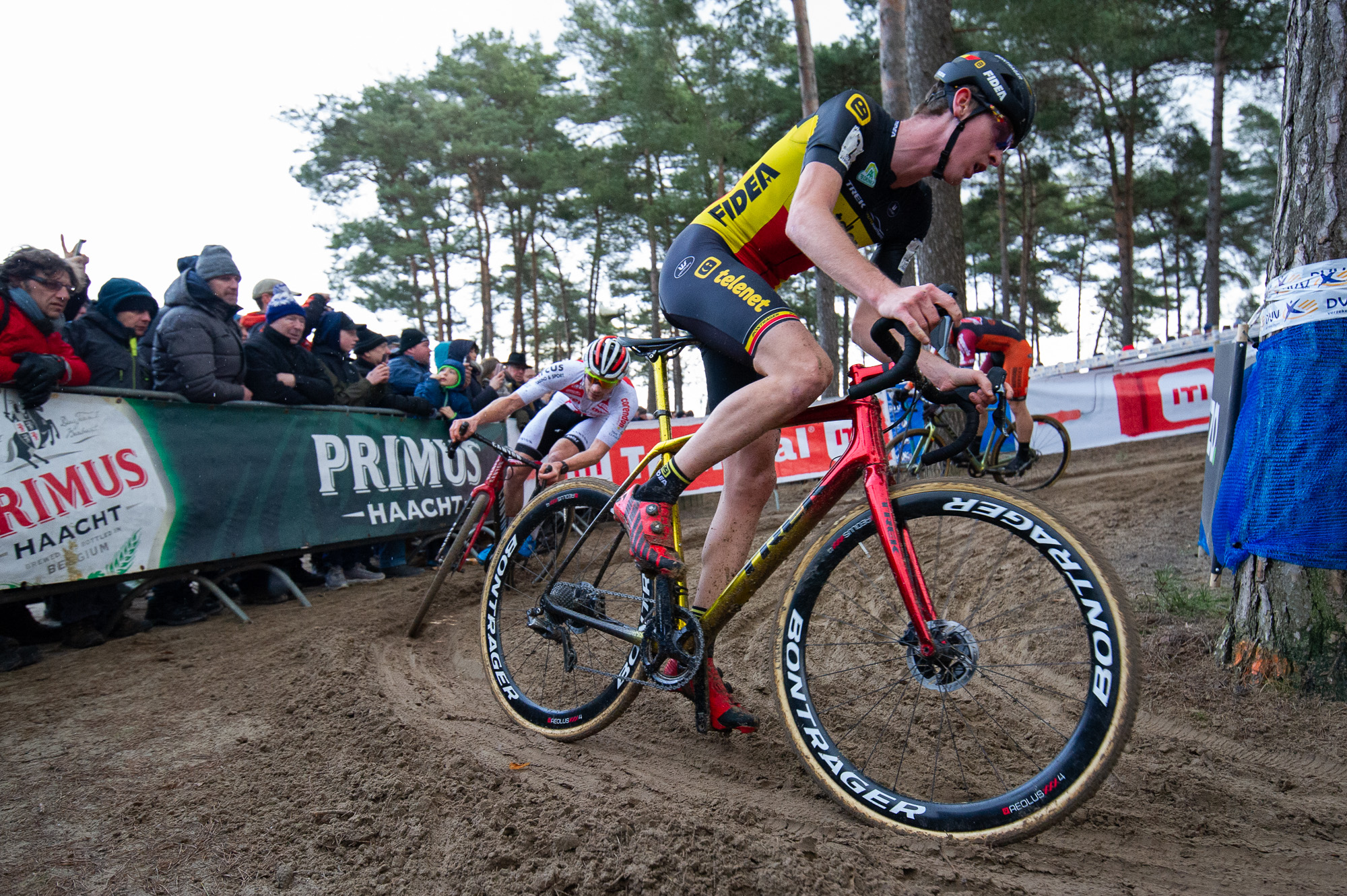 Eventual third place finisher Toon Aerts followed closely by DVDP and Laurens Sweeck.