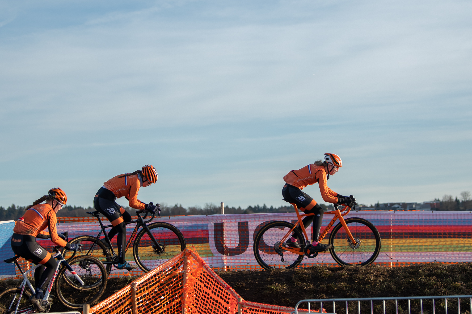The Junior Dutch Women pre-riding the course at the UCI Cyclocross World Championships