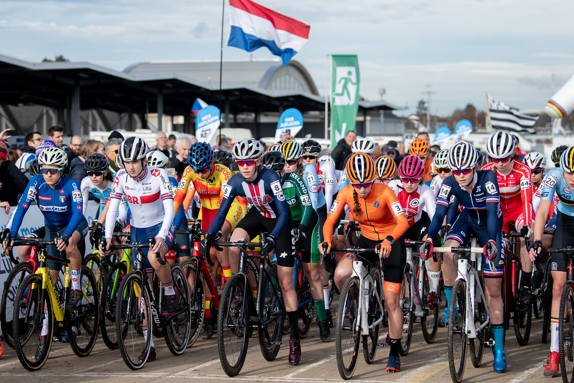 Junior Women on the start line at the UCI Cyclocross World Championships - Dubendorf